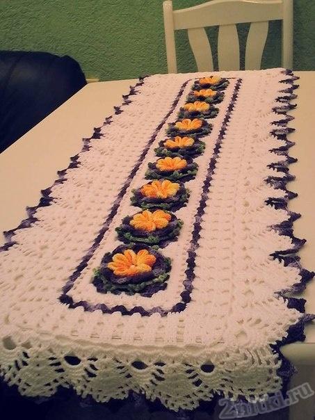 Салфетка-скатерть с объемными цветами
