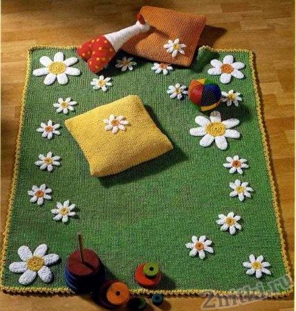 Вязаный коврик для игры