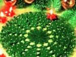 Новогодняя салфетка «Хоровод из елок»