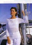 Белый пуловер с каймой