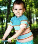 Детский пуловер в полоску