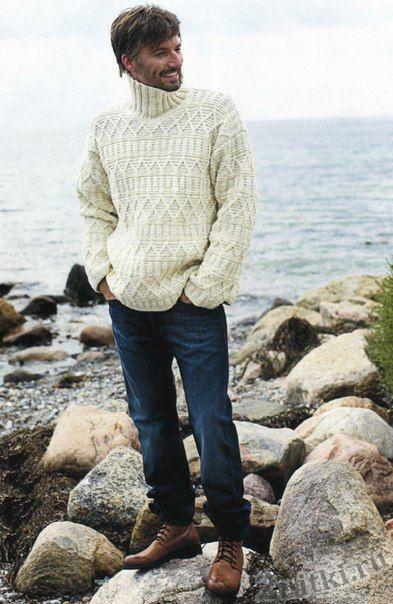 Стильный пуловер с рельефным узором