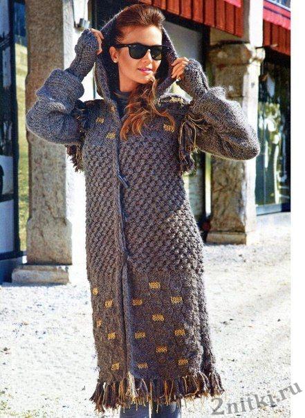 Серое пальто, связанное спицами
