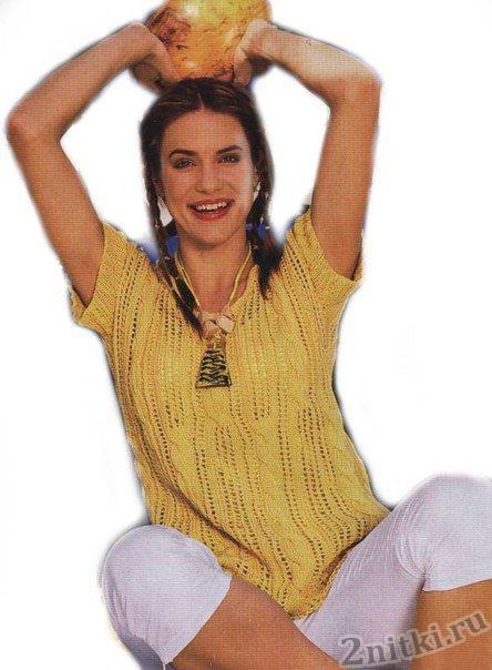 Пуловер с ажурными косами вязаный спицами