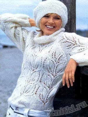 Белый мохеровый пуловер и берет