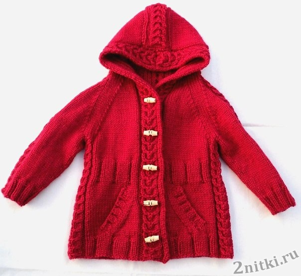 Детское пальто с капюшоном спицами