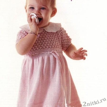 Розовое платье спицами для девочки