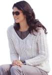 Пуловер с капюшоном и с косами вязаный спицами