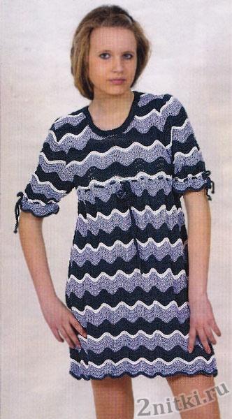 Вязаное платье-туника в морском стиле