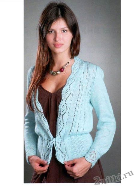 Голубой жакет с ажурной каймой вязание спицами