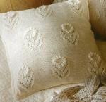Декоративная подушка с объемными цветами
