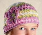 Цветная шапочка с цветком