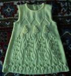 Детское вязаное платье с узором