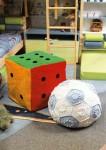 Вязаный пуфик куб и пуфик мяч
