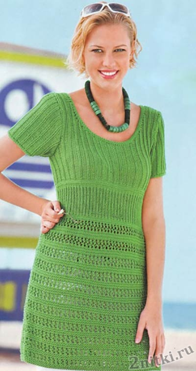 Зеленое платье с коротким рукавом