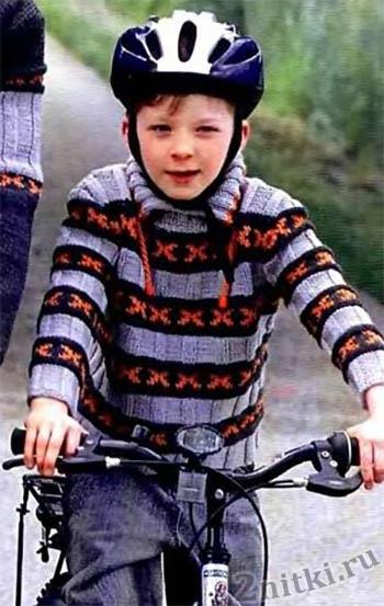 Цветной полосатый пуловер для мальчика