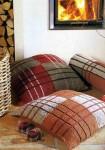 Клетчатые подушки и валик