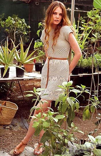 Бежевое платье с коротким рукавом