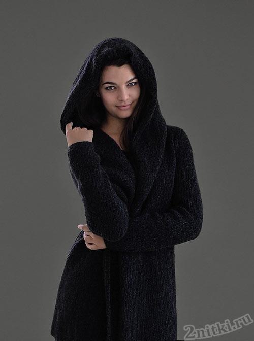 Уютное пальто с капюшоном