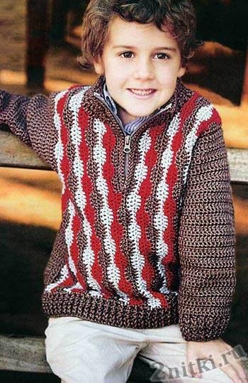 Цветной пуловер с вертикальным узором