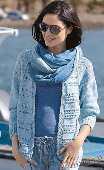Голубой пуловер с ажурными полосами